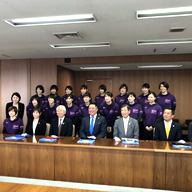 ヴィクトリーナ姫路 選手らが井戸知事を表敬訪問 Vリーグ1部での戦いに向け決意新たに(ラジオ関西ニュース)