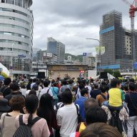 大勢の人で賑わう昨年の「神戸まつり」のようす(写真:ラジオ関西)