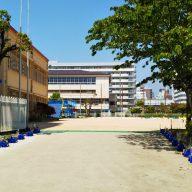 休校中の学校