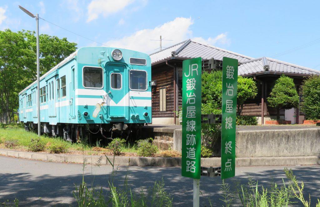 鍛冶屋線記念館が立ち、キハ30形車両が展示されている鍛冶屋駅跡=兵庫県多可町中区鍛冶屋