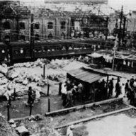空襲10か月後の国鉄・京橋駅(関係者提供)