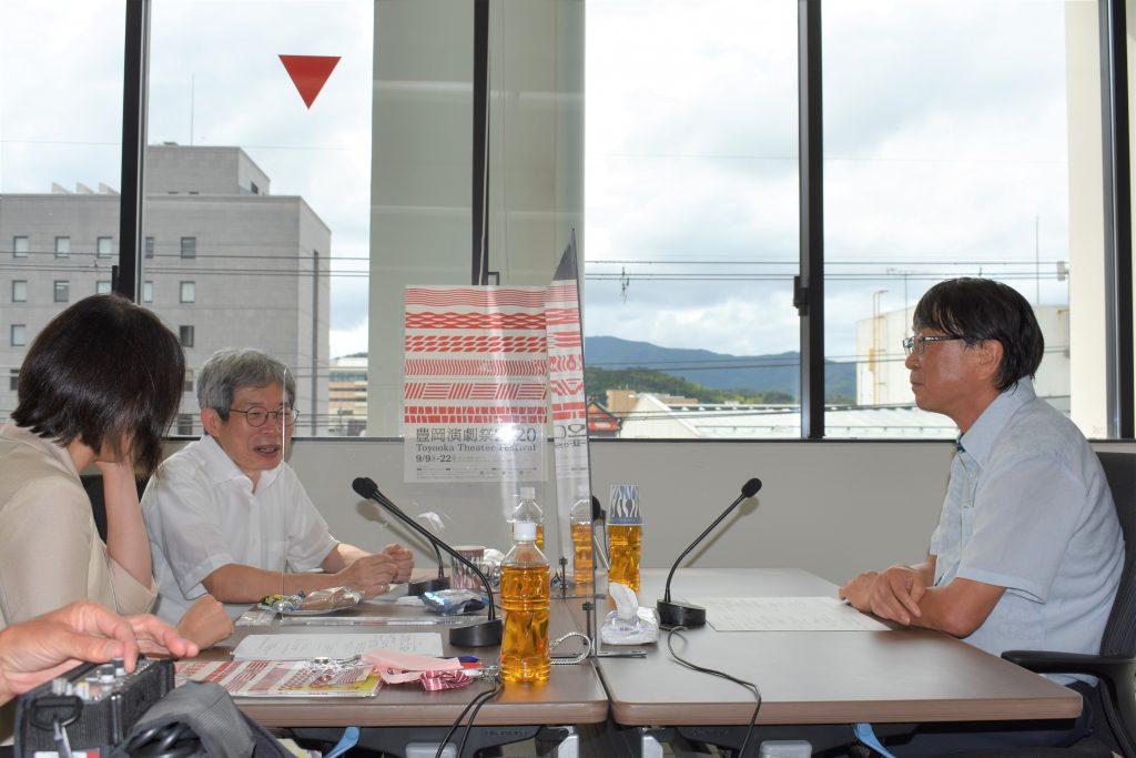 中貝宗治豊岡市長(右)をゲストに迎えての収録風景(写真:ラジオ関西)