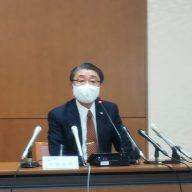 会見に臨む神戸地裁・古財英明所長(2020年11月17日)
