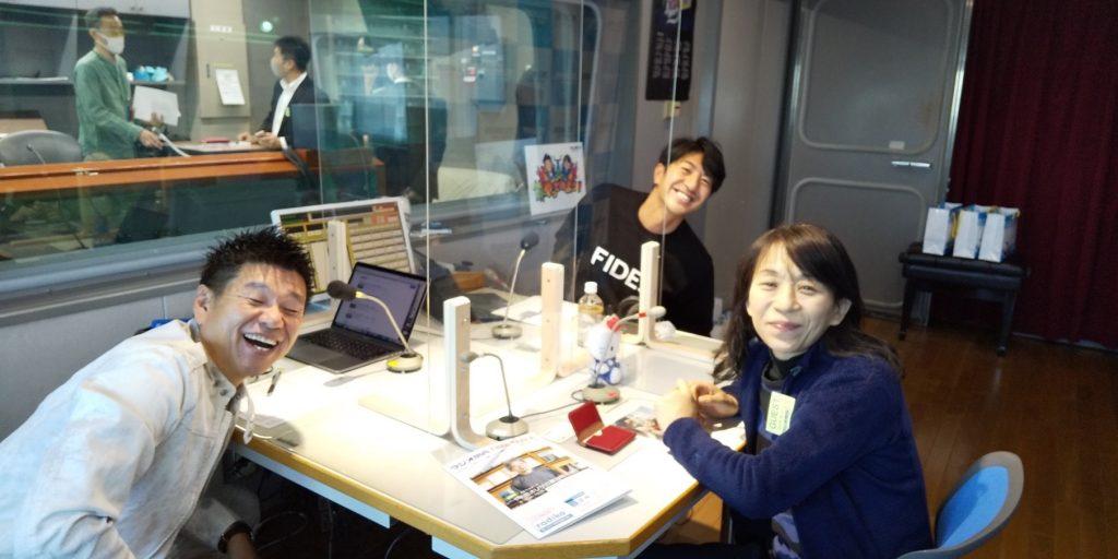 左から、林歳彦さん、田中大貴さん、ローカルフードサイクリング株式会社の平由似子代表