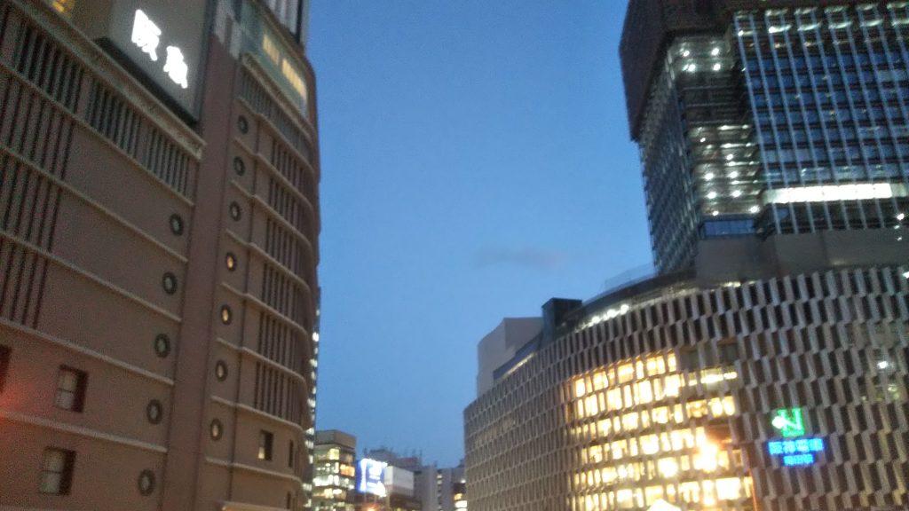 3度目の緊急事態宣言発令中、百貨店など大型商業施設の営業形態はどうなる<写真は大阪・梅田>
