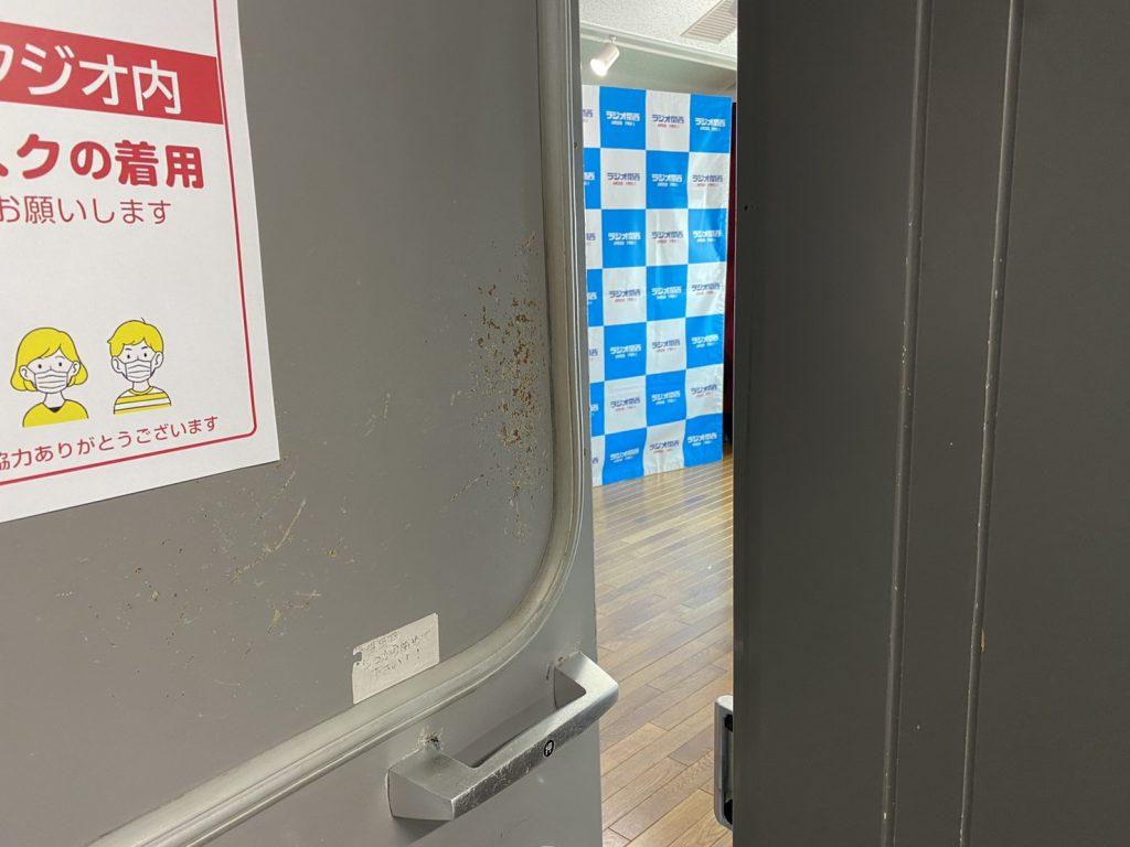 ラジオ局スタジオの防音扉