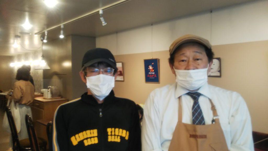 「パルナス復刻委員会」主宰・藤中健二さん(左)と古角武司社長
