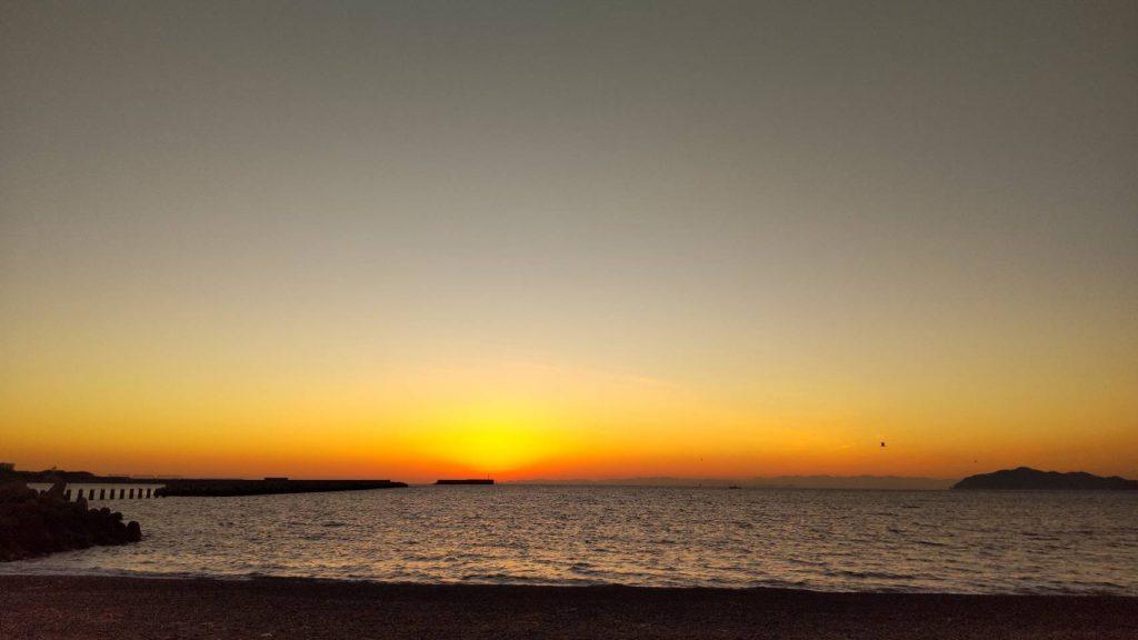 和歌山県御坊市北塩屋・日高川河口からの夕陽<※画像提供・山崎和子さん 2019年1月20日撮影>